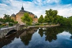 Старый средневековый замок в Orebro, Швеции, Скандинавии Стоковая Фотография