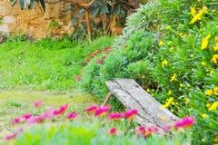 Старый стенд в саде Стоковое Изображение RF