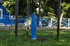 Старый столбец крана на улице Стоковые Фотографии RF