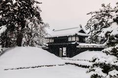 Старый строб замка в сезоне зимы, Aomori Hirosaki, Tohoku, Ja Стоковое Изображение RF