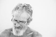 Старый счастливый задумчивый человек Стоковое Изображение RF