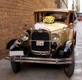 Старый славный автомобиль свадьбы Стоковые Изображения