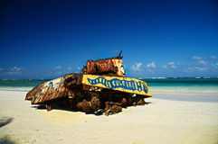 Старый танк на пляже Стоковое фото RF