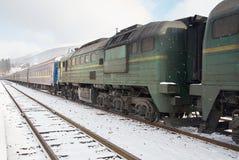 Старый тепловозный пассажирский поезд Стоковые Изображения