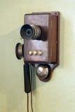 Старый телефон с ручкой для вращения стоковое фото