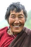 Старый тибетский усмехаться женщины Стоковая Фотография RF
