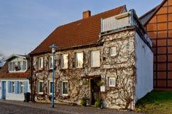 Старый традиционный немецкий дом в деревне Стоковые Изображения RF