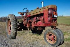 старый трактор сбывания Стоковые Фото
