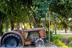 Старый трактор Стоковые Фотографии RF