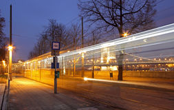 Старый трамвай бежать вдоль Дуная в Будапеште Стоковые Фотографии RF