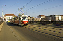 Старый трам на улице Праги Стоковые Изображения