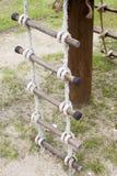 Старый трап веревочки в спортивной площадке Стоковая Фотография RF
