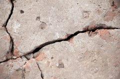 Старый треснутый крупный план бетонной стены Стоковые Фотографии RF