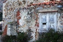 Старый треснутый дом Стоковые Изображения RF