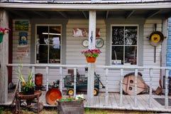 Старый туристский магазин около города Dawson, Юкона стоковые фото