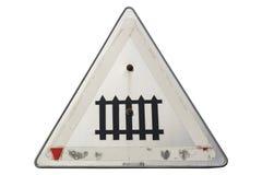 Старый увяданный железнодорожный переезд ` дорожного знака защищенный ` изолированного на белизне Стоковая Фотография RF