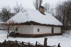 Старый украинский дом в зимнем времени Стоковая Фотография RF