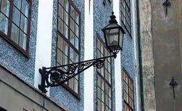 Старый уличный фонарь в старом городке Стокгольма Стоковая Фотография