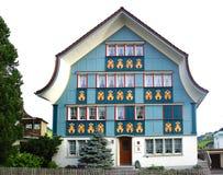 Старый уникально красочный дом в историческом средневековом старом городке Appenzell известно для своих красочных домов с покраше Стоковое Изображение