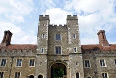 Старый фасад с castellated башнями Стоковое Изображение RF