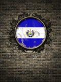 Старый флаг Сальвадора в кирпичной стене иллюстрация вектора