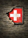 Старый флаг Швейцарии в кирпичной стене бесплатная иллюстрация