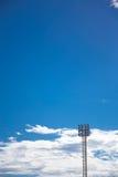 Старый фонарный столб пятна поля спорта Стоковые Фото