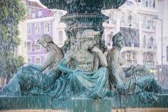 Старый фонтан в Лиссабоне, Португалии стоковое фото