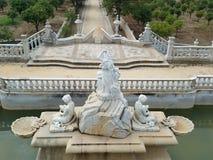 Старый фонтан столетия женщины XIX статуи Стоковые Изображения