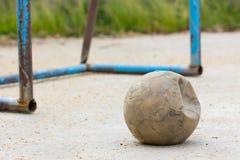 Старый футбольный мяч Стоковое Изображение