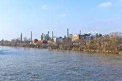 Старый химический завод на основе реки Стоковое Изображение RF