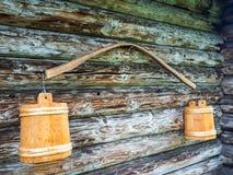 Старый хомут с ведрами стоковое фото rf