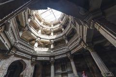 Старый хорошо в Ахмадабаде, Индии Февраль 2016 Гуджарат стоковые фото