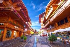 Старый центр города городка Gstaad, известного лыжного курорта в кантоне Bern Стоковая Фотография RF