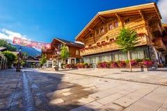 Старый центр города городка Gstaad, известного лыжного курорта в кантоне Bern Стоковое Фото