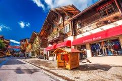 Старый центр города городка Gstaad, известного лыжного курорта в кантоне Bern Стоковое Изображение