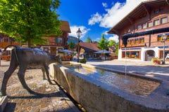 Старый центр города городка Gstaad, известного лыжного курорта в кантоне Bern Стоковая Фотография