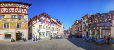 Старый центр города деревни Stein am Rhein с красочным старым домом Стоковая Фотография RF