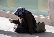 Старый цыганин просит милостыни Стоковая Фотография RF