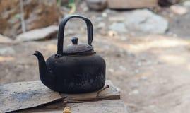 Старый чайник в тайской кухне Стоковые Фотографии RF