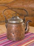 старый чайник таблицы стоковое фото