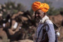 Старый человек Rajasthani с красным тюрбаном Фестиваль-Pushkar Стоковое Изображение RF