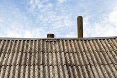 Старый шифер на крыше стоковая фотография
