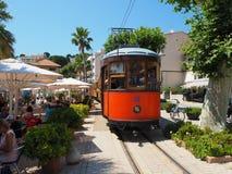 Старый электрический трамвай бежать между Soller и центром города Порта de Soller Стоковые Фотографии RF