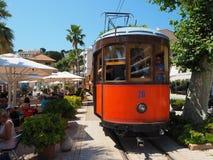 Старый электрический трамвай бежать между Soller и центром города Порта de Soller Стоковые Изображения RF