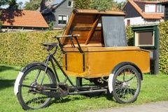Старый bike хлебопекарни Стоковые Изображения
