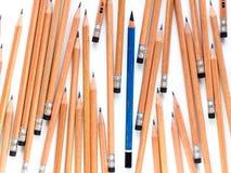 Старый EE рисует в группе в составе новый карандаш 2B Стоковые Фото