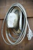 Старый Lariat ковбойской шляпы и веревочки Стоковые Изображения RF