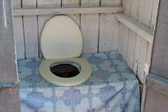 старый outhouse стоковое изображение rf