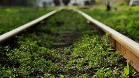 старый railway покинутая станция Overgrown тропы акции видеоматериалы
